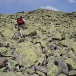 Поход по горганам-преодолеваем каменистые осыпи.